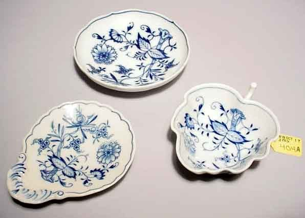 404A: LOT OF THREE MEISSEN DECORATED PORCELAIN DISHES
