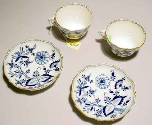 404B: PAIR OF MEISSEN DECORATED PORCELAIN ITEMS TEACUPS