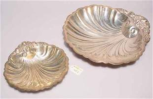 LOT OF TWO GRADUATED SILVERPLATED SHELL FORM SERVI