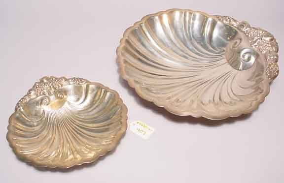 407: LOT OF TWO GRADUATED SILVERPLATED SHELL FORM SERVI