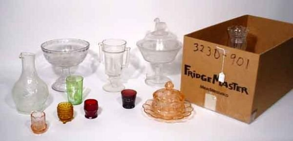 1004: MISCELLANEOUS LOT OF MOULDED AND PATTERN GLASS IT