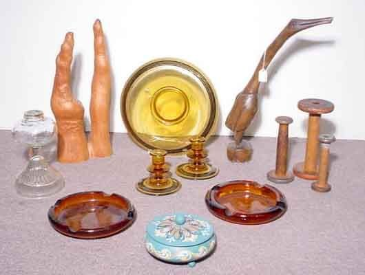 1001: BOX OF WOODEN AND GLASS DECORATION ITEMS