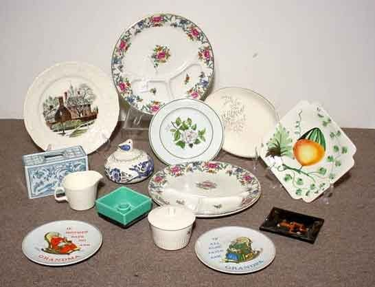 1003: BOX OF DECORATED CERMAIC AND CHINA PLATES