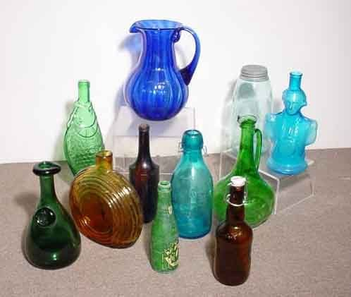 1013: BOX OF GLASS BOTTLES AND RELATED ITEMS