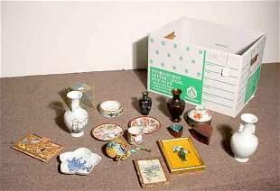 BOX OF DECORATIVE ITEMS