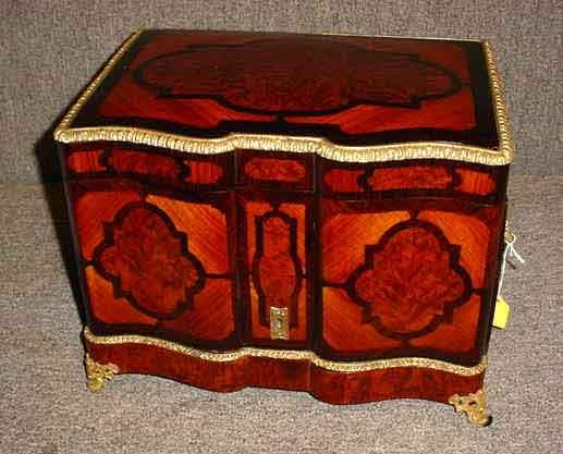 572: FINE INLAID ROSEWOOD AND AMBOYNA BRONZE MOUNTED FR