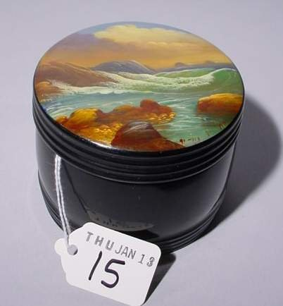 15: CIRCULAR HAND-PAINTED LACQUERED RUSSIAN BOX WITH LI