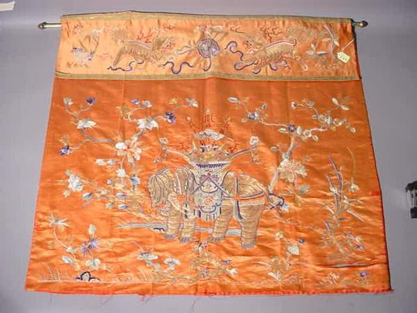 574: FINE ANTIQUE CHINESE GOLD AND SILK EMBROIDERY PANE