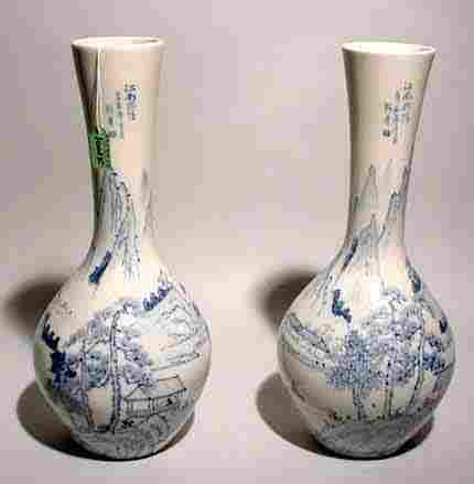 PAIR OF CHINESE BLUE AND WHITE DECORATED PORCELA