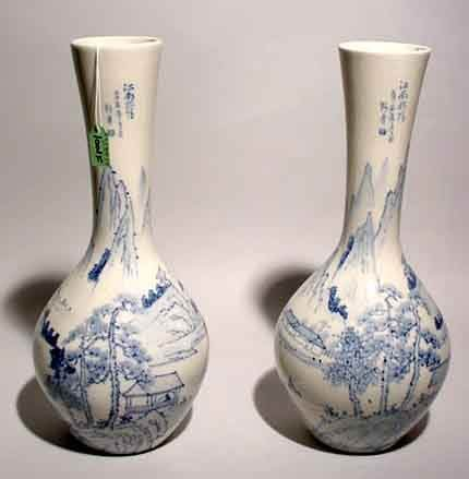 1001F: PAIR OF CHINESE BLUE AND WHITE DECORATED PORCELA