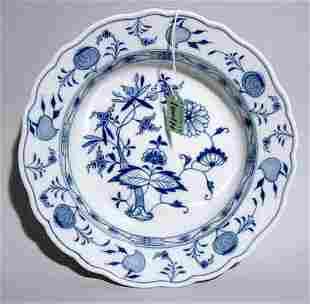 MEISSEN BLUE ONION DECORATED CIRCULAR BOWL, earl