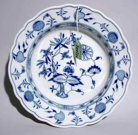 1001H: MEISSEN BLUE ONION DECORATED CIRCULAR BOWL, earl