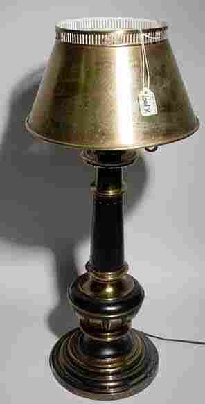 BRASS AND BLACK LACQUER FINISH TABLE LAMP, of tu