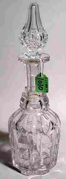 LEAD CRYSTAL DECANTER WITH FACETED SHOULDER AND S