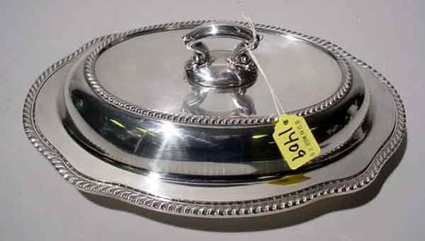 1409: SILVERPLATED SHAPED OVAL COVERED ENTREE DISH, wit