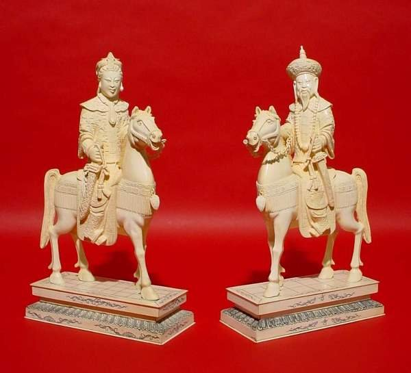1573: PAIR OF CARVED CHINESE IVORY FIGURES OF AN EMPERO
