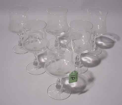 1P: SET OF SIX ETCHED CRYSTAL WINE STEMS, the decoratio