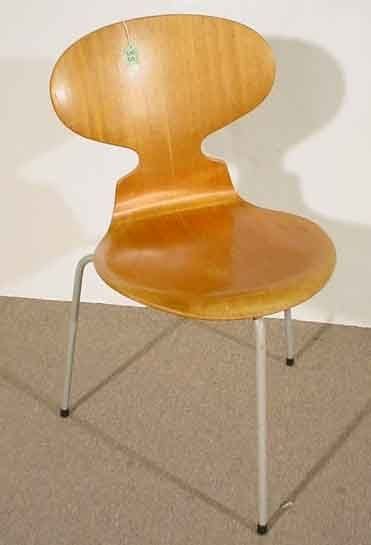 35: ARNE JACOBSEN SCANDINAVIAN MOULDED AND LAMINATED TE