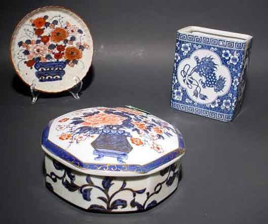 1001T: LOT OF THREE ORIENTAL DECORATED PORCELAIN ITEMS,