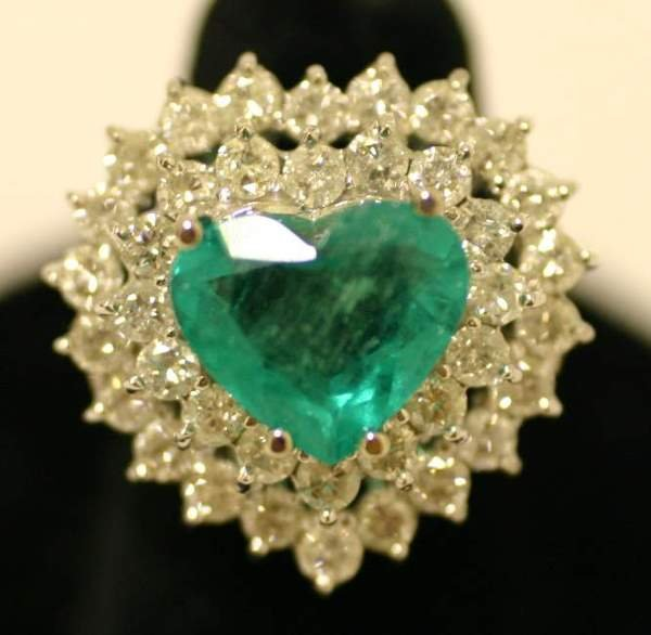 1192: 14 KT. WHITE GOLD, DIAMOND AND EMERALD RING, the