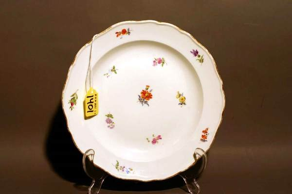 1401: FLORAL DECORATED AND GILDED MEISSEN LUNCHEON PLAT