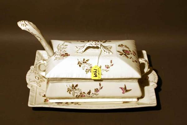 1409: ENGLISH DECORATED PORCELAIN COVERED TUREEN WITH U