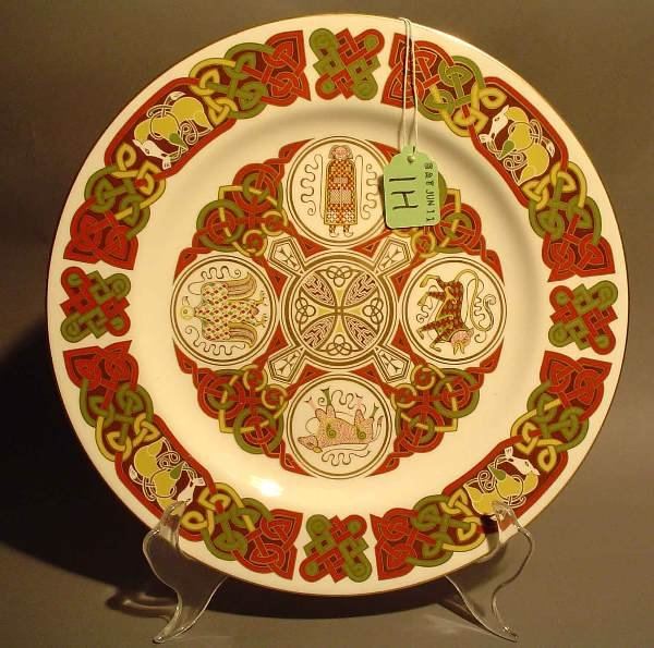 1H: DECORATED SPODE PORCELAIN PLATE, 20th century, ''Th