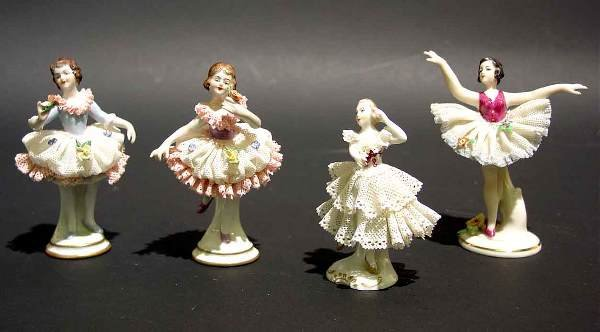 410C: LOT OF FOUR SMALL GERMAN LACY DRESDEN FIGURES OF