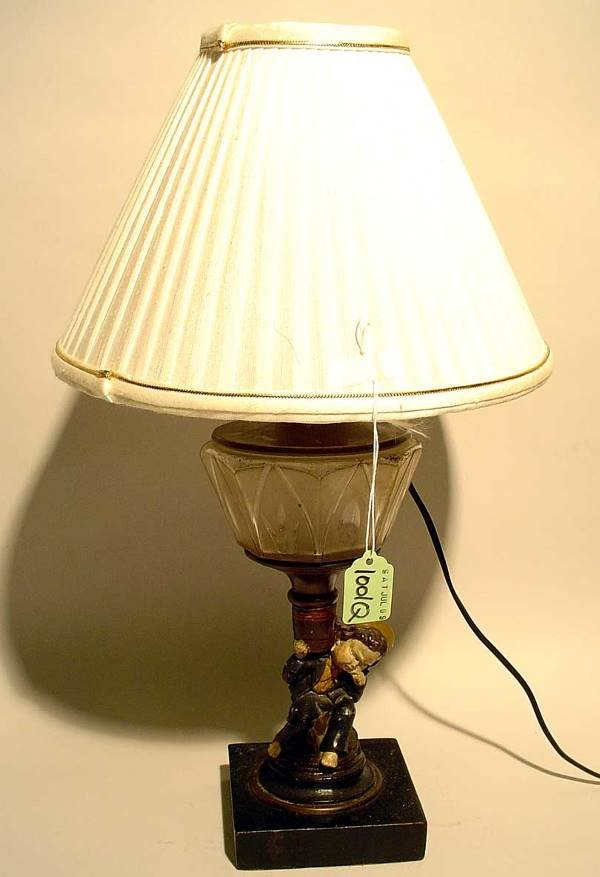 1001Q: PAINTED METAL AND GLASS FIGURAL TABLE LAMP, depi