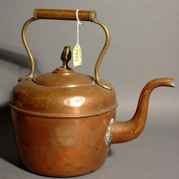 1421: POLISHED COPPER TEA KETTLE, mid 19th century, hav