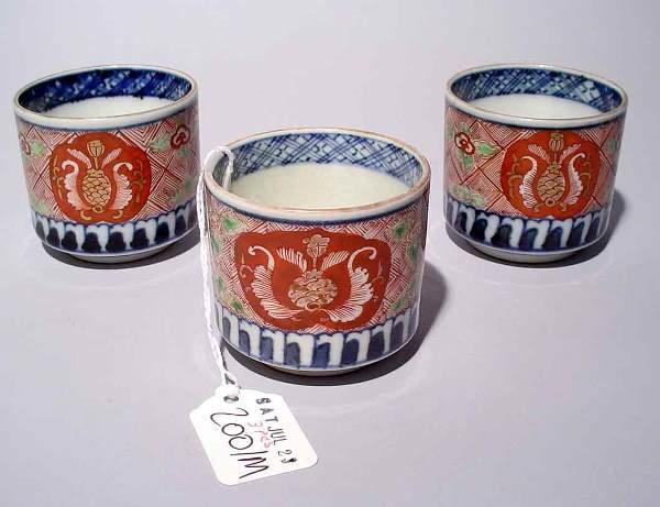 2001M: SET OF THREE IMARI PORCELAIN SAKI CUPS, having a