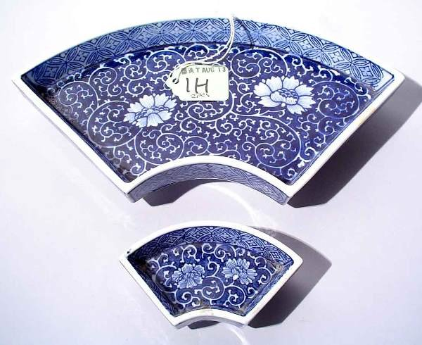1H: 2 JAPANESE BLUE-WHITE PORCELAIN CRESCENT DISHES,
