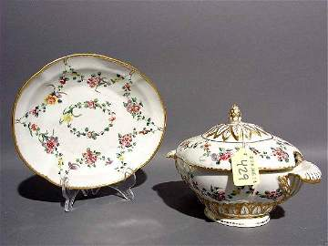 429: 19c EXQUISITE SAMSON PORC OVAL COVERED SAUCEBOAT W