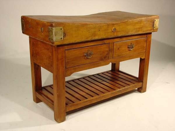 115: CONTINENTAL SOLID MAPLE BUTCHER BLOCK, circa 1920-