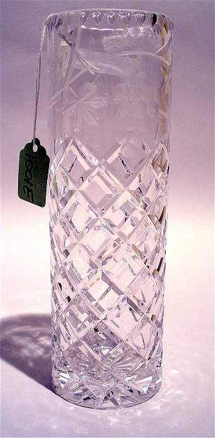 1001M: WELL CUT AND ETCHED LEAD CRYSTAL BUD VASE, ''Con