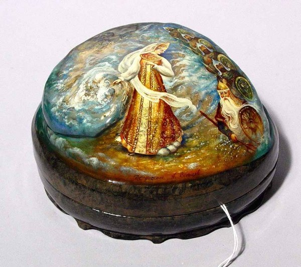 1088: GOOD RUSSIAN FINELY DECORATED LACQUERED ABALONE S