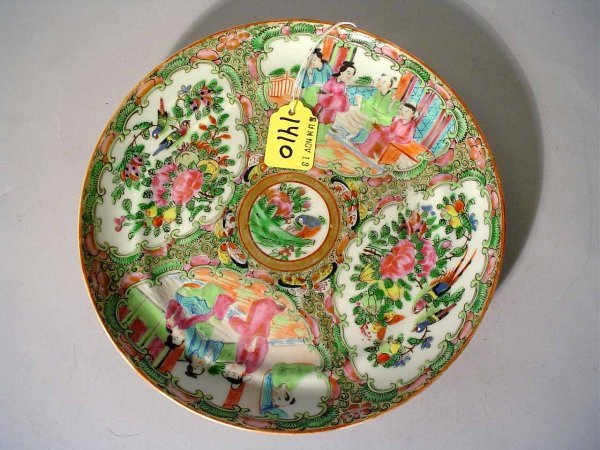 1410: GOOD CHINESE FAMILLE ROSE DECORATED CIRCULAR PORC