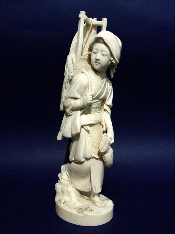 1507: JAPANESE CARVED IVORY FIGURE, late 19th century,