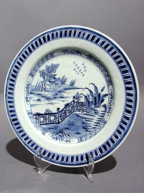 7: ANTIQUE CHINESE EXPORT BLUE AND WHITE PORCELAIN BOWL