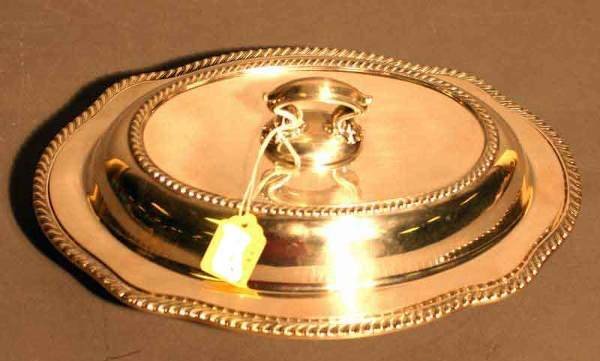14: SILVERPLATED SHAPED OVAL COVERED ENTREE DISH, havin