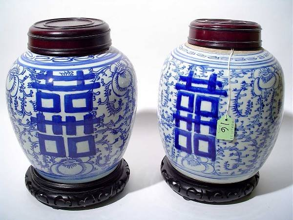 16: PAIR OF CHINESE BLUE AND WHITE DECORATED GINGER JAR