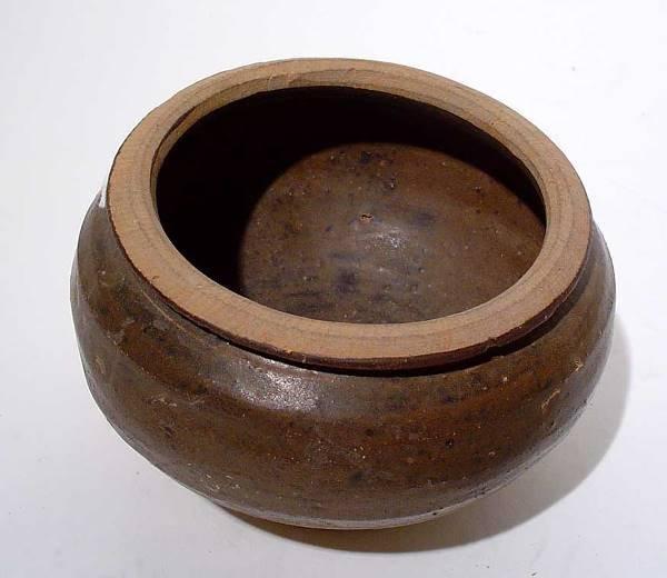 """401: """"CHINESE SUNG DYNASTY SOY GLAZE CIRCULAR JAR, foot - 2"""