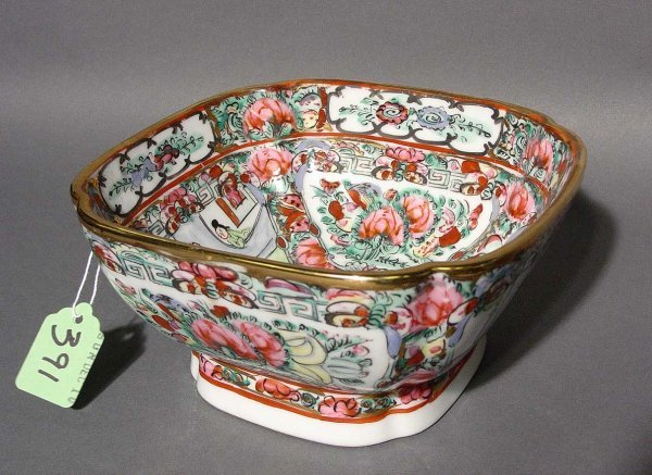 7: CHINESE DECORATED SQUARE PORCELAIN BOWL, 20th centur