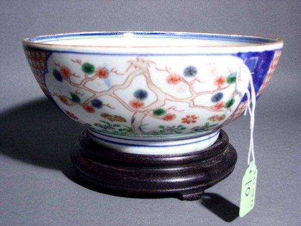 10: DECORATED ORIENTAL PORCELAIN BOWL, 19th century, de