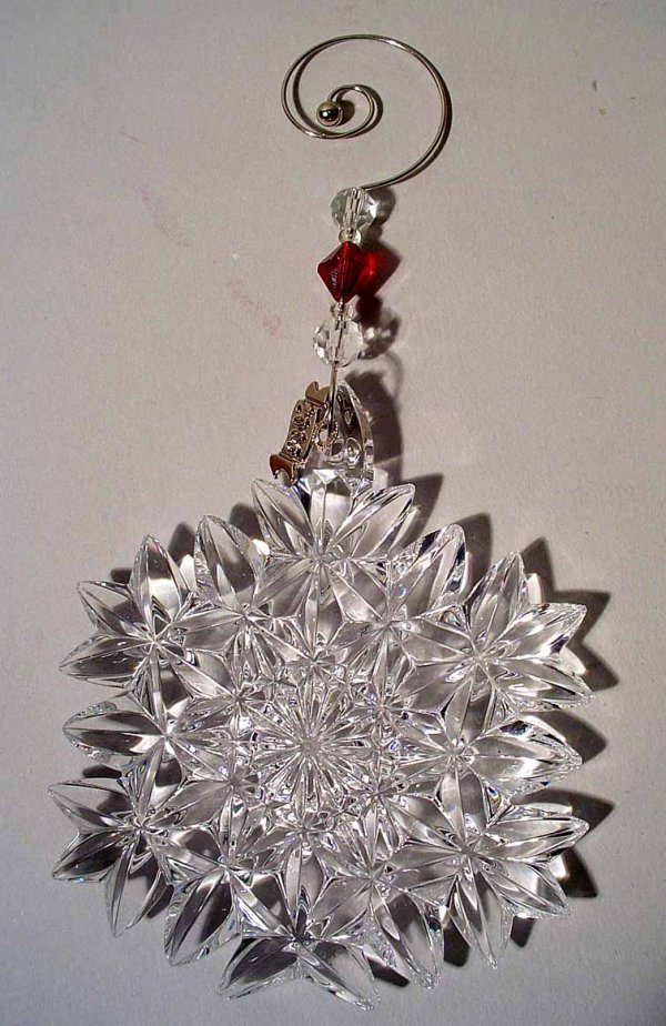405: WATERFORD 2005 CRYSTAL SNOWFLAKE ORNAMENT, with ve