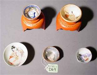 LOT OF FIVE SMALL JAPANESE DECORATED PORCELAIN SAKE