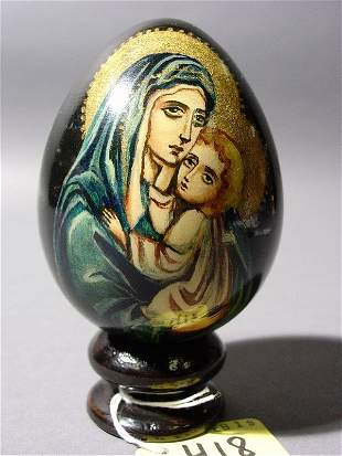 RUSSIAN LACQUER AND ENAMEL HAND-PAINTED EGG, depic