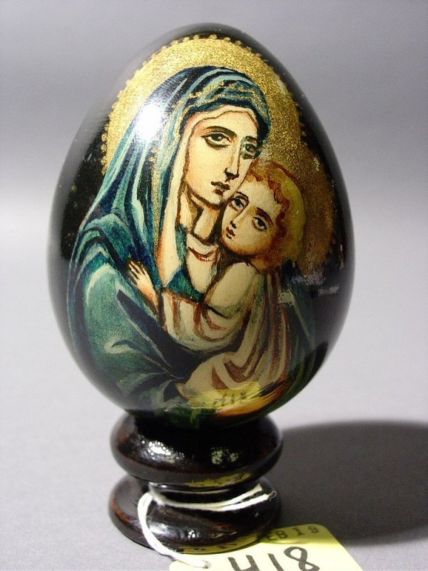 418: RUSSIAN LACQUER AND ENAMEL HAND-PAINTED EGG, depic