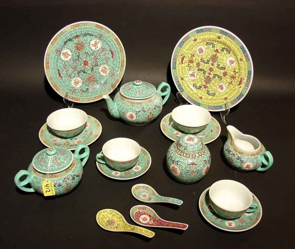 422: THIRTY-FOUR PIECE ENAMEL DECORATED CHINESE PORCELA