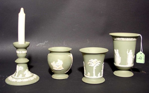 9: LOT OF FOUR GREEN WEDGWOOD JASPERWARE ITEMS, consist